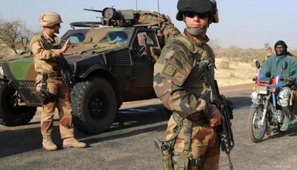 قصر الإليزية يؤكد مقتل 3 جنود فرنسيين في مالي