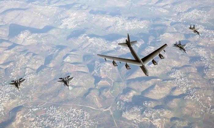 """مقاتلات سعودية ترافق قاذفتان أمريكيتان في """"دورية جوية """" بمشاركة مقاتلات إسرائيلية وقطرية في الشرق الأوسط"""